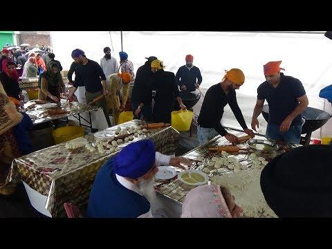 Free Indian Street Food: Samosa Chaat, Bread Pakoras & MORE! Punjabi Sikh Nagar Kirtan Langar London
