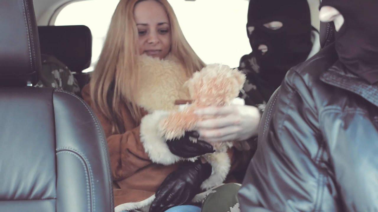 девушку похители связали подвесили и начали издеваться над ней