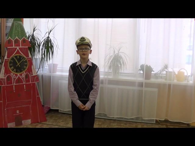 Изображение предпросмотра прочтения – ИванОрлов читает отрывок изпроизведения «Кем быть?» В.В.Маяковского