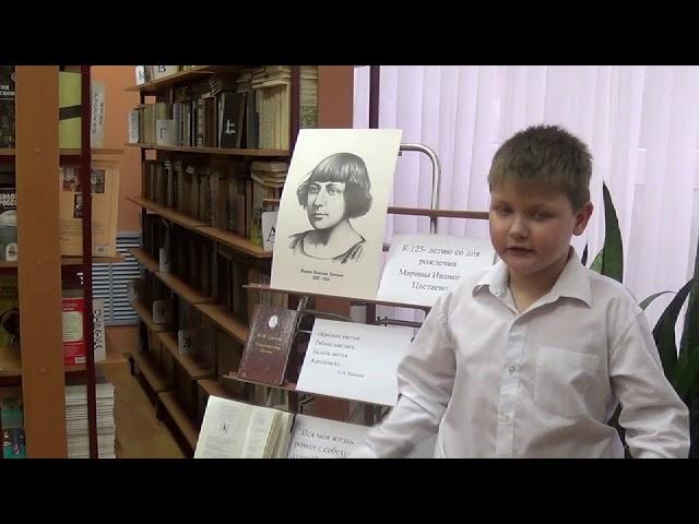 Изображение предпросмотра прочтения – РоманМинаков читает произведение «После гостей» М.И.Цветаевой