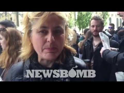 newsbomb.gr: Καθαρίστριες έξω από το υπουργείο Εργασίας