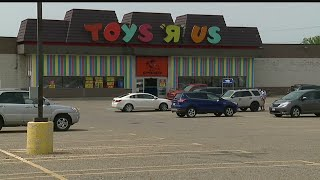 Toys R Us employees fighting for severance pay after store is set to close