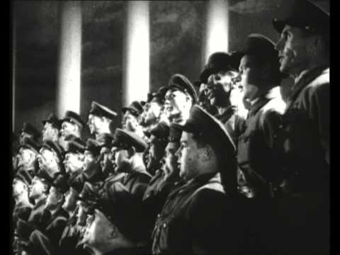 Бейся, песня: как «Священная война» помогла стране победить