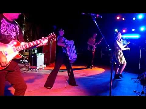 Lisa Haley and the Zydekats: Bright House Amphitheater, Bakersfield, CA 2011 PART 1