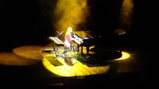 Tori Amos-secret spell (turn, turn,turn) Bloemendaal HD 21-7-2010.MP4