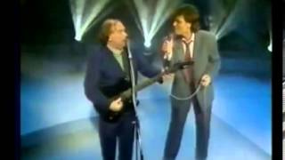 Whenever God Shines His Light: Van Morrison & Cliff Richard(Van Morrison and Cliff Richard singing Whenever God Shines His Light on The Wogan Show. December 1989., 2013-08-08T18:41:36.000Z)