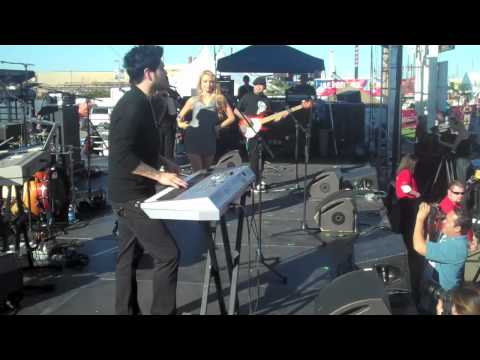 "AB Quintanilla's All Starz ""Mentirosa"" ft. T-Lopez [Live at Nascar] 2010"