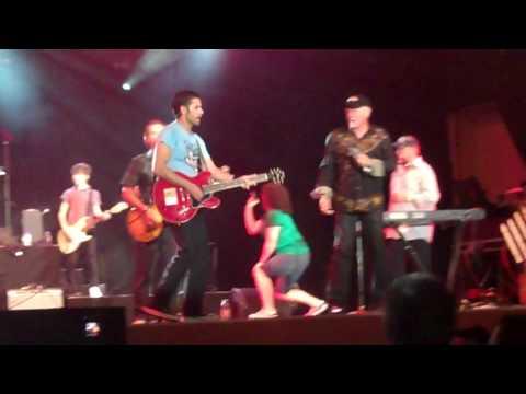 "Beach Boys - "" Barbara Ann "" With John Stamos Universal Studios 4/3/10 (HD)"