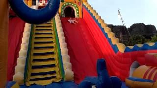 Istana balon raksasa