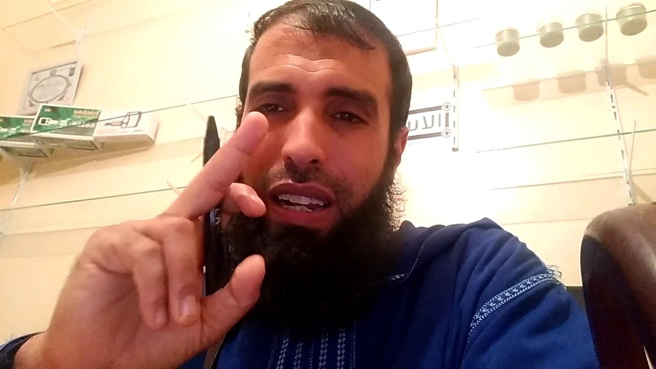 شاهد. ردة الفعل لراقي فاروق سعيد عندما قال له أحد انت تلعب بالقرءان الكريم