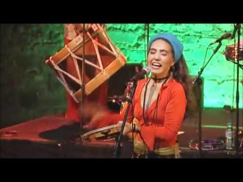 Renata Rosa Canta Brilhantina.wmv