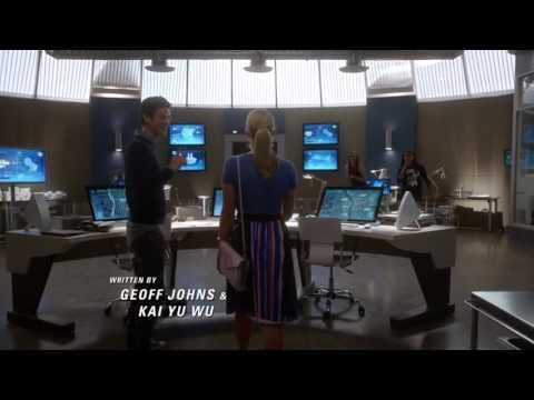 The Flash - Felicity smoak visits the Star Labs