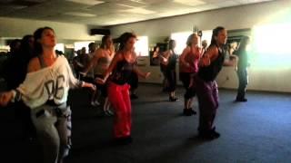 La Vida Es Un Carnaval- Celia Cruz (Zumba Fitness)