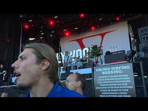 7 - California Dreaming (Live Debut) - Hollywood Undead (Live @ Louder Than Life '17: Day 1 - 9/30)