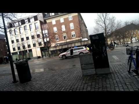 Politiet pågriper mann på Torget i Trondheim etter knivstikking.