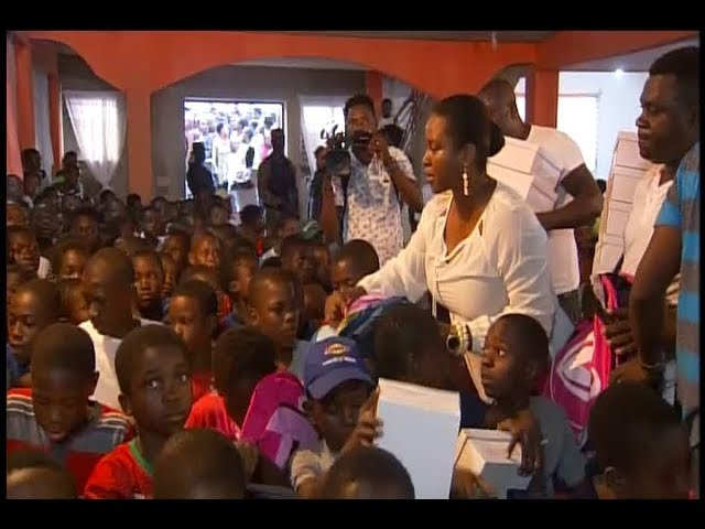 La Première Dame de la République Martine Moïse a procédé à la distribution des kits scolaires