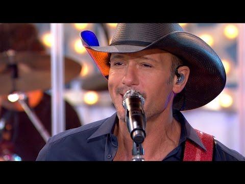 Tim McGraw Performs 'Shotgun Rider' Live