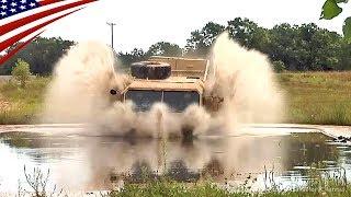 豪快に泥水に突っ込む米軍の10トン大型トラック