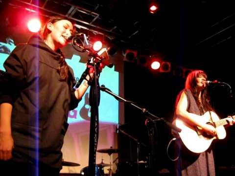 Reykjavik Calling: Nive Nielsen & Shelby Earl
