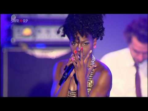 [HD] Noisettes - Saturday Night (Live - New Pop Festival 2009)