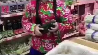 Very funny japanese girl shopping