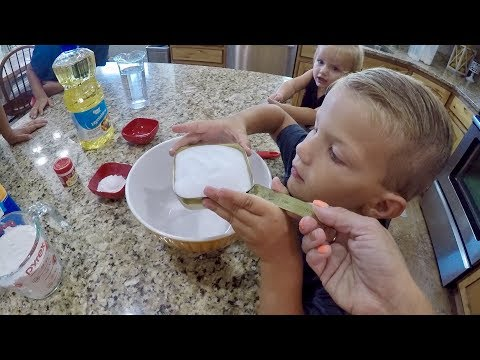 HOW TO MAKE PLAYDOUGH PLAY-DOH AT HOME USING INGREDIENTS FROM YOUR KITCHEN