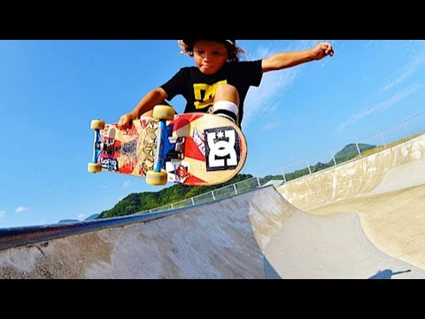 AMAZING 4 YEAR OLD SKATEBOARDER!