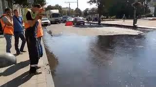 ЖИТОМИР.today  У Житомирі на щойно укладений асфальт б'є фонтан води