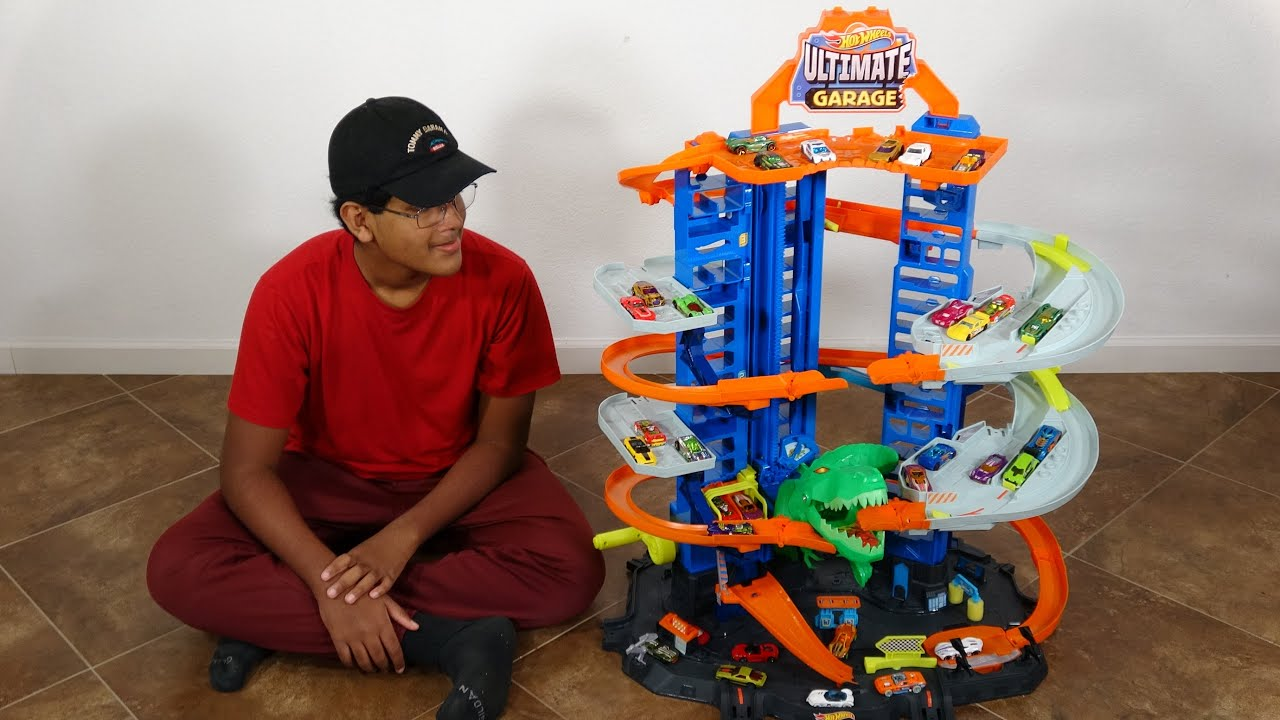 T-Rex Dinosaur Take Down Hot Wheels Cars Track Playset + Jurassic World Matchbox Toy Unboxing