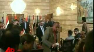 Download Video Shoes Thrown at President Bush!!! MP3 3GP MP4