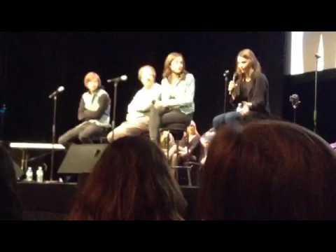 Miranda sings meet and greet/concert