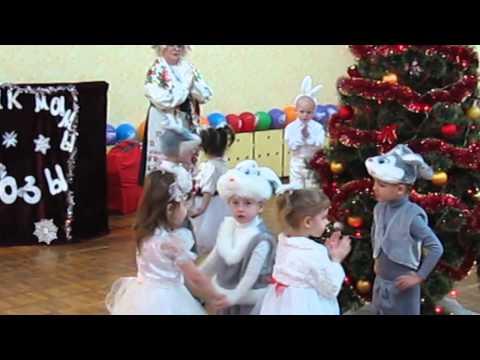Танец снежинок и зайчиков