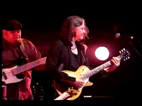 "Larry Carlton w/ Robben Ford - ""Burnable"" - Live Performance in Tokyo, Japan"
