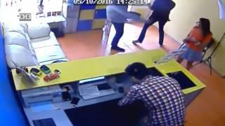 В Одессе врач избил сотрудника автосалона