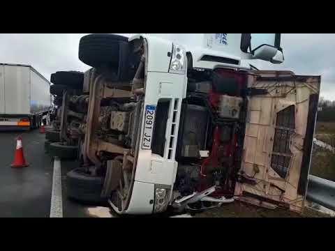 Aparatoso accidente de camión en la N-540 en Lugo