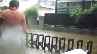 馬込沢駅周辺 台風26号の朝、庭が道路が泥酔プールとなる(笑) 水害