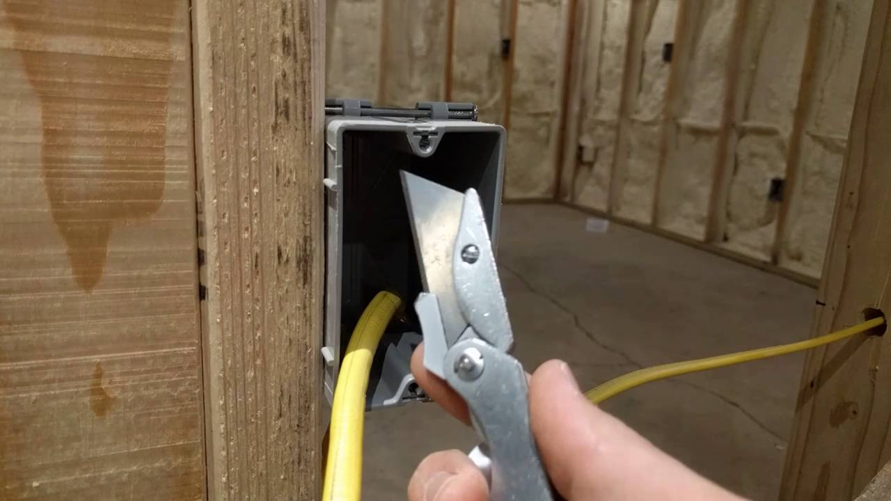 How To Strip Or Remove Cable Sheathing From Romex Using A