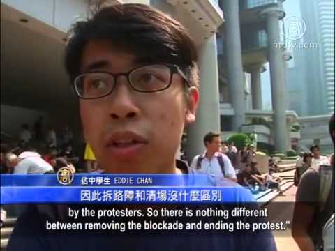 Hong Kong Police Dismantle Barricades Again