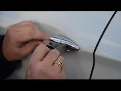 Как открыть машину, если ключи в машине