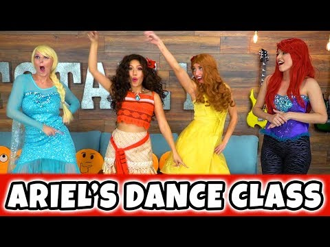 ARIEL'S DANCE CLASS WITH ELSA, MOANA AND BELLE. (Totally TV Dress Up)