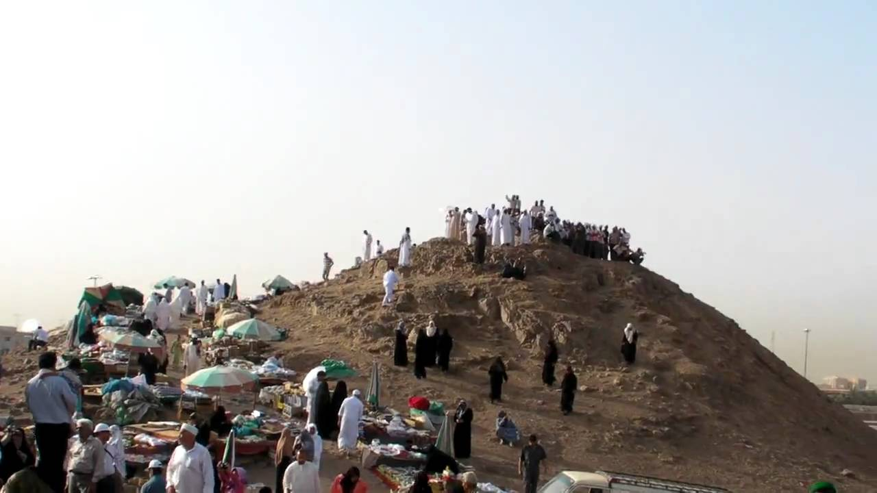 Madinah - Climbing the Archers Hill at Uhud - YouTube