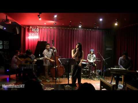 Monita Tahalea ft. Indra Lesmana - Fields of Gold @ Mostly Jazz 24/10/13 [HD]