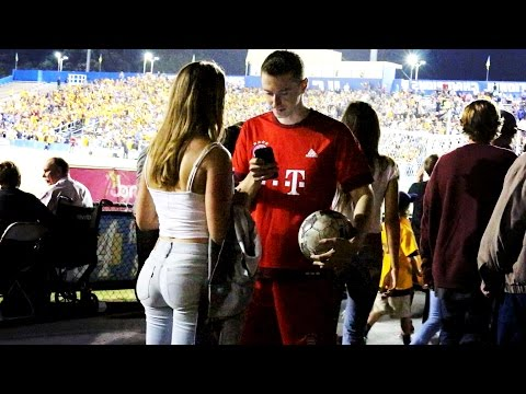ROBERT LEWANDOWSKI PICKING UP GIRLS 3