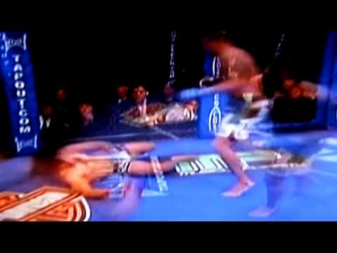 CRAZY KICK OFF THE CAGE --Anthony Pettis @WEC 53