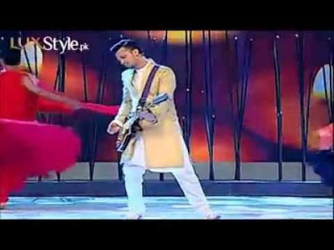 Insha Ji Utho By Atif Aslam in Lux Style Awards 2013 || Aadeez Palace