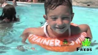 """TinTinshop- Bé thỏa sức nghịch nước cùng SWIMTRAINER(SWIMTRAINER """"Classic"""" là vòng tập bơi nổi tiếng cho trẻ đến từ Đức, có mặt tại hơn 40 quốc gia và đã được đăng ký độc quyền về kiểu dáng thiết..., 2016-02-18T06:59:51.000Z)"""