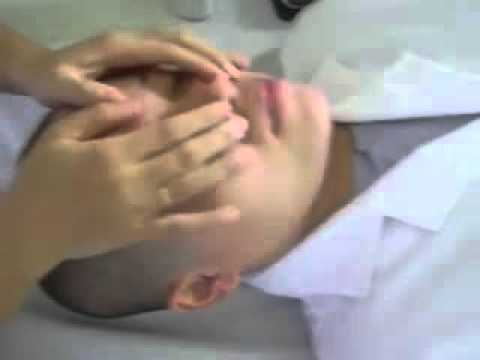 Xoa bóp bấm huyệt liệt dây thần kinh số 7 ngoại biên