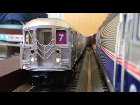 MTH Subway: MTA R62-R62A (7) Train 5-Car Subway Set Action