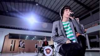Video The Junas Monkey - Jadian (Official Music Video) download MP3, 3GP, MP4, WEBM, AVI, FLV Oktober 2017