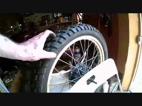equilibrage d 39 une roue de moto homemade youtube. Black Bedroom Furniture Sets. Home Design Ideas